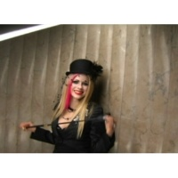 """Avril Lavigne """"Hot"""" Behind The Scenes Web.1"""